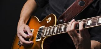 how to play a minor chord