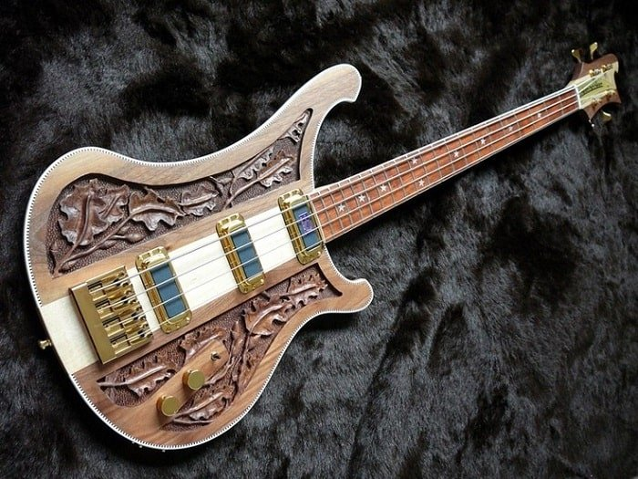The most interesting part of this particular Rickenbacker creation is the design of the guitar itself.
