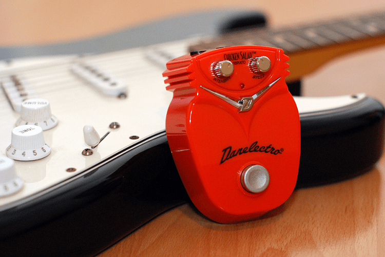 Danelectro Chicken Salad vibrato pedal introduction