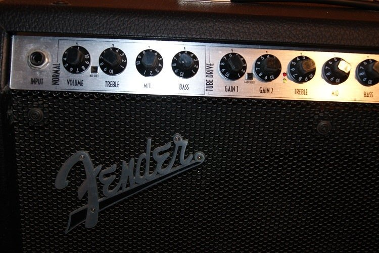 front face Amp with the large Fender logo