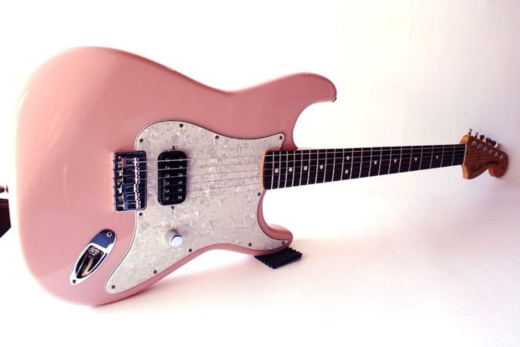 tom delonge stratocaster pink color