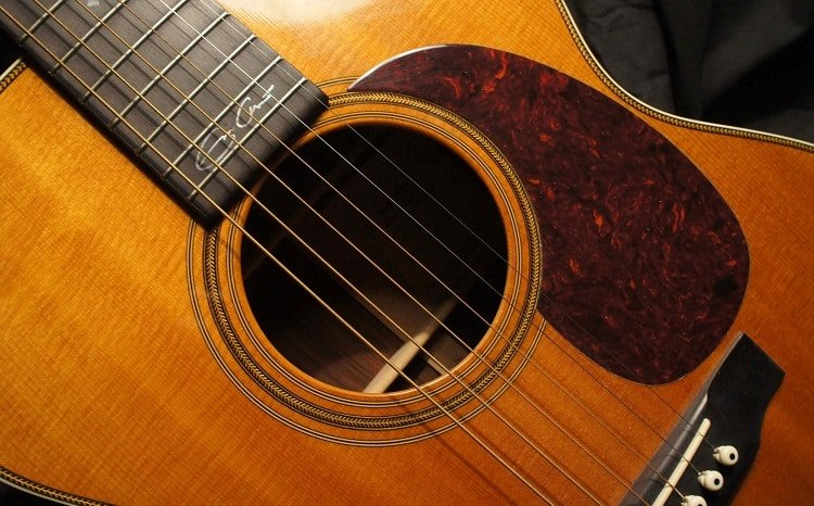 There is a good reason why Clapton chose this very guitar for his famous MTV unplugged performance