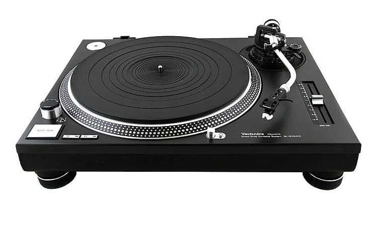 Turntable comes in a sturdy enclosure that screams quality in every way possible