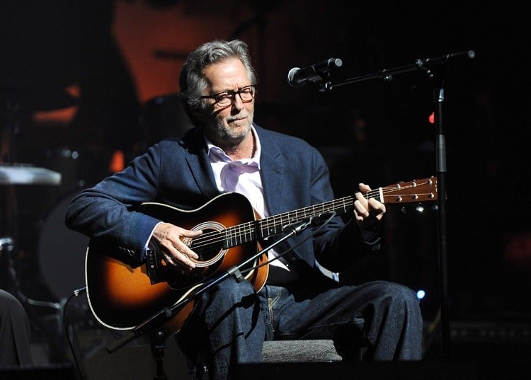 Eric Clapton playing tears in heaven on guitar