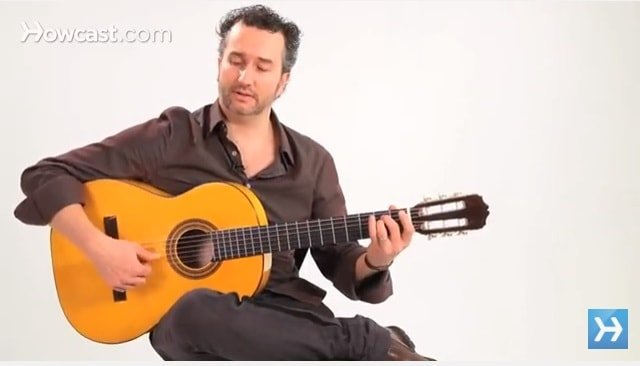 Spanish guitar body position